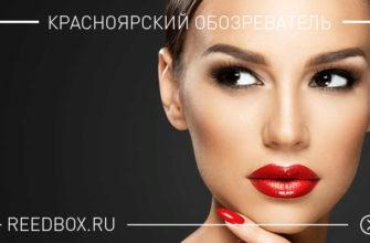 Красивая девушка с красной помадой на черном фоне