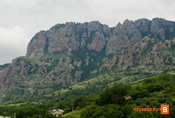 гора Демерджи с боку