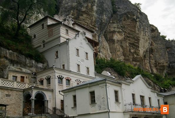 мужской монастырь на горе